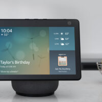 amazons-echo-show-10-features-a-motorized-display